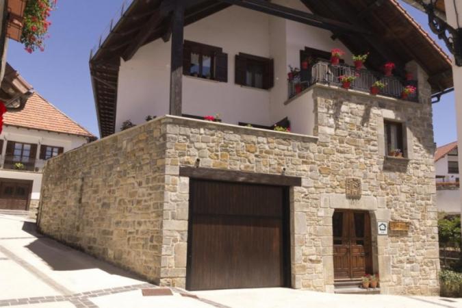 La casa de construcción típica del pirineo navarro